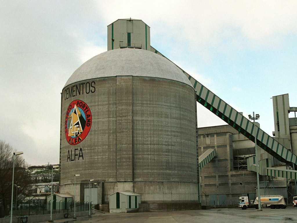 Silo para clinker, de 50.000 toneladas de capacidad - José Antonio Llombart