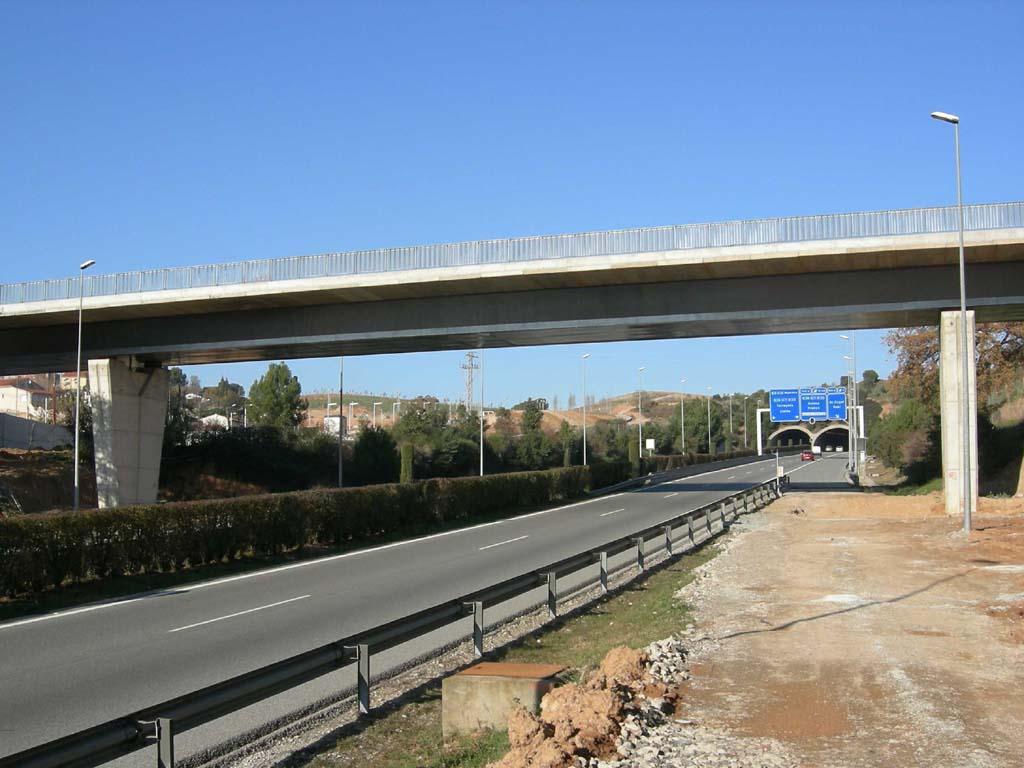 Paso Superior sobre Autopista E-9(Sant Cugat del Vallés - Barcelona) - José Antonio Llombart - José Antonio Llombart