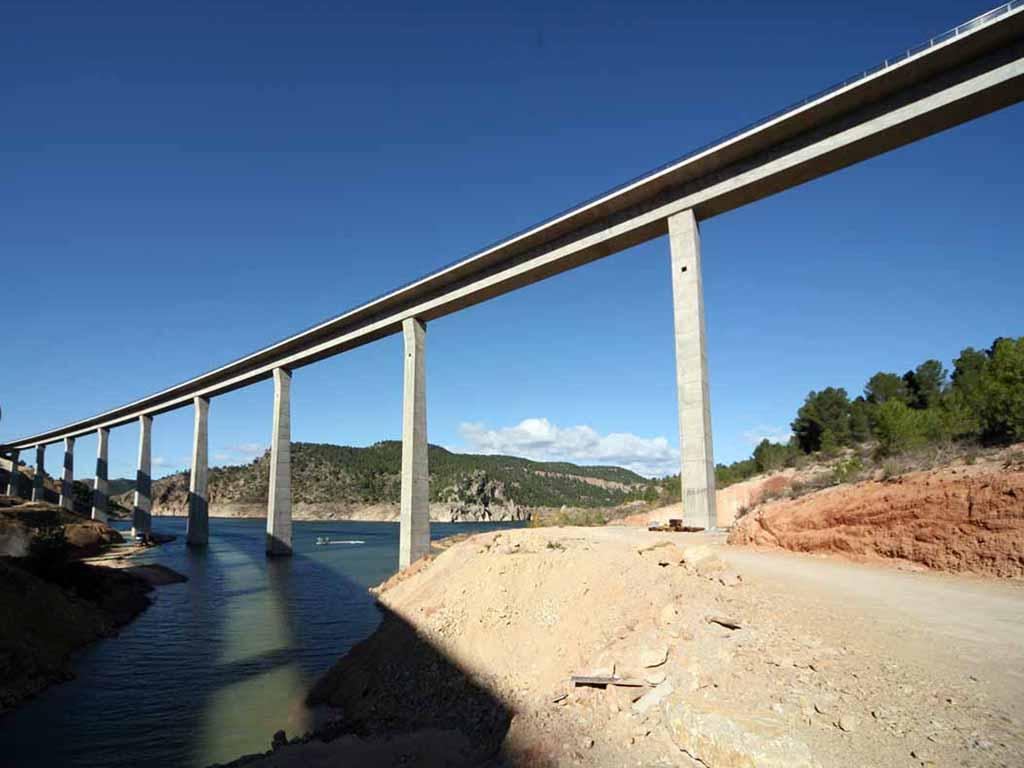 Viaducto del Istmo sobre el Embalse de Contreras (Línea de Alta Velocidad Madrid - Valencia) - José Antonio Llombart