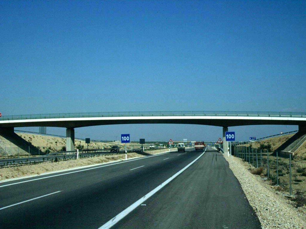 Numerosos Pasos superiores construidos por toda la geografía española.