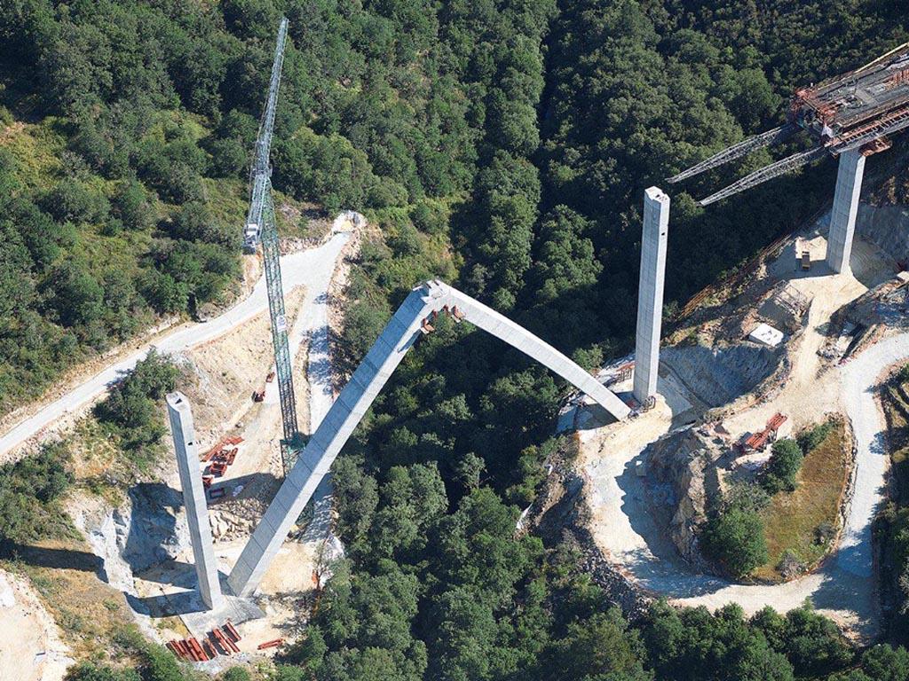 Viaducto sobre el río Arnoia (Línea de Alta Velocidad Madrid-Galicia. Tramo Lubián-Orense)